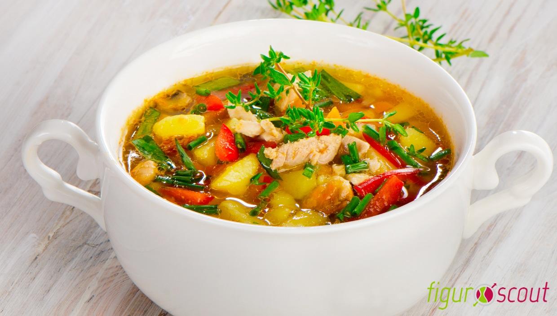 Leckeres Rezept Hühnersuppe mit Paprika Kartoffel und Thymian
