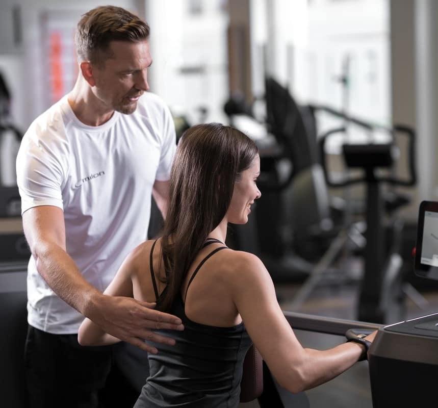 Fitnessstudio mit Zirkeltraining