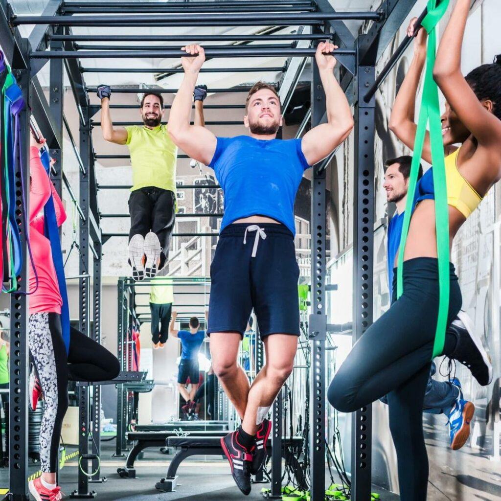 Fitnessstudio mit Muskeltraining